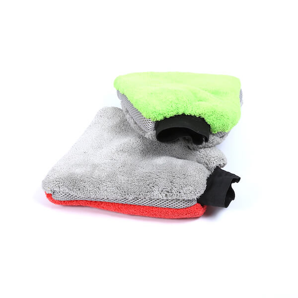 cleaning car wash mitt