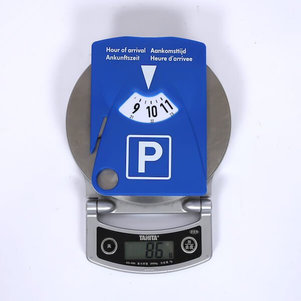 parking disc with seat belt cutter