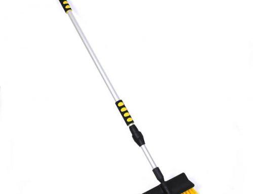 Long handle water flow-thru brush